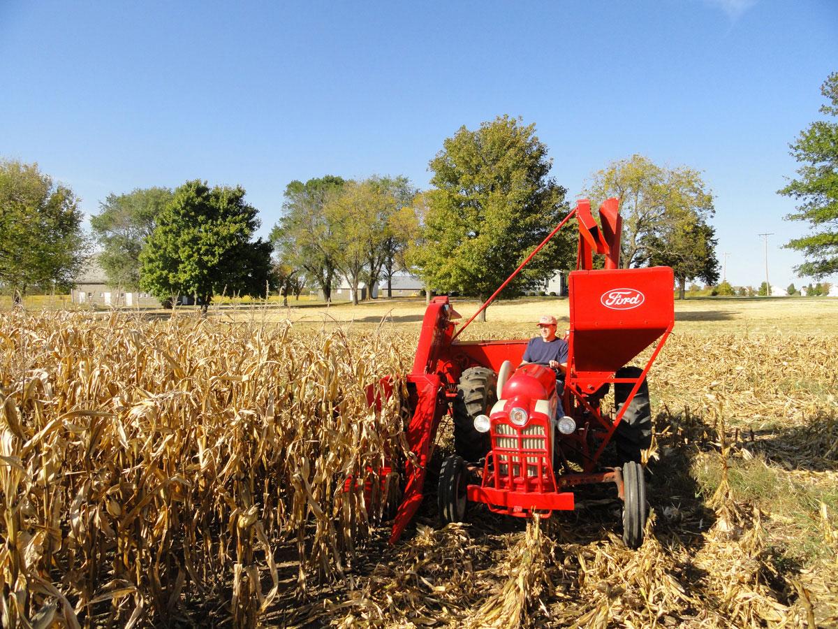 Cartoon Tractor Corn Picker : Ford one row picker n news
